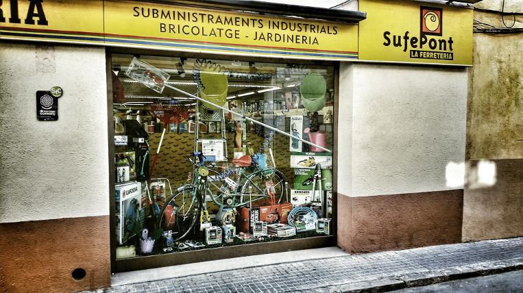 La ferreteria Sufepont tanca i Carnisseries Tubau traspassa dues botigues