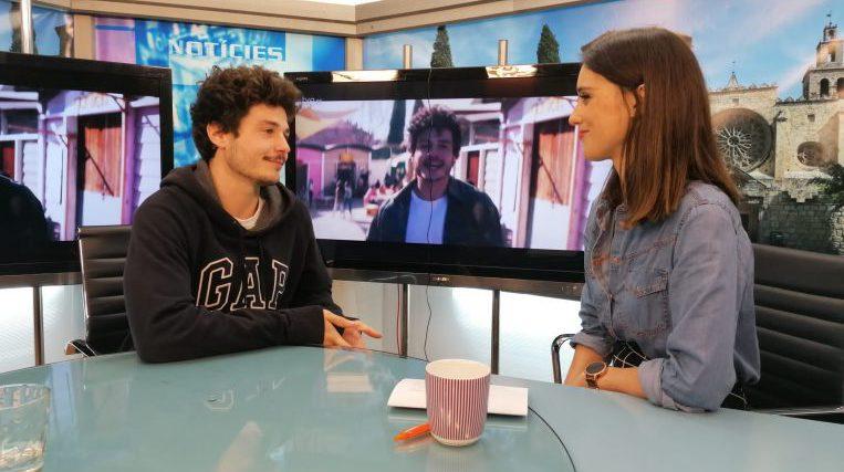 """Miki Núñez i 15 artistes més versionen """"Escriurem"""" per a la campanya 'Jo em corono'"""