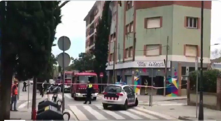 AMPLIACIÓ: Un incendi crema part de l'edifici de La Xesca