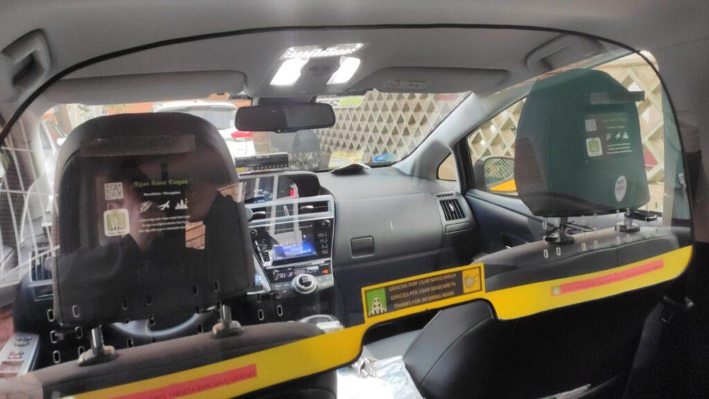 Els taxistes de Sant Cugat adapten els seus vehicles per frenar la pandèmia